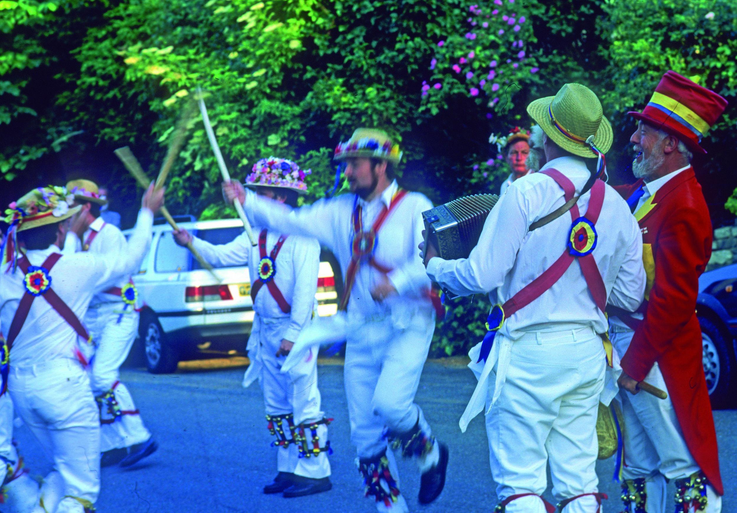 Morris Dancing, Burford.jpg