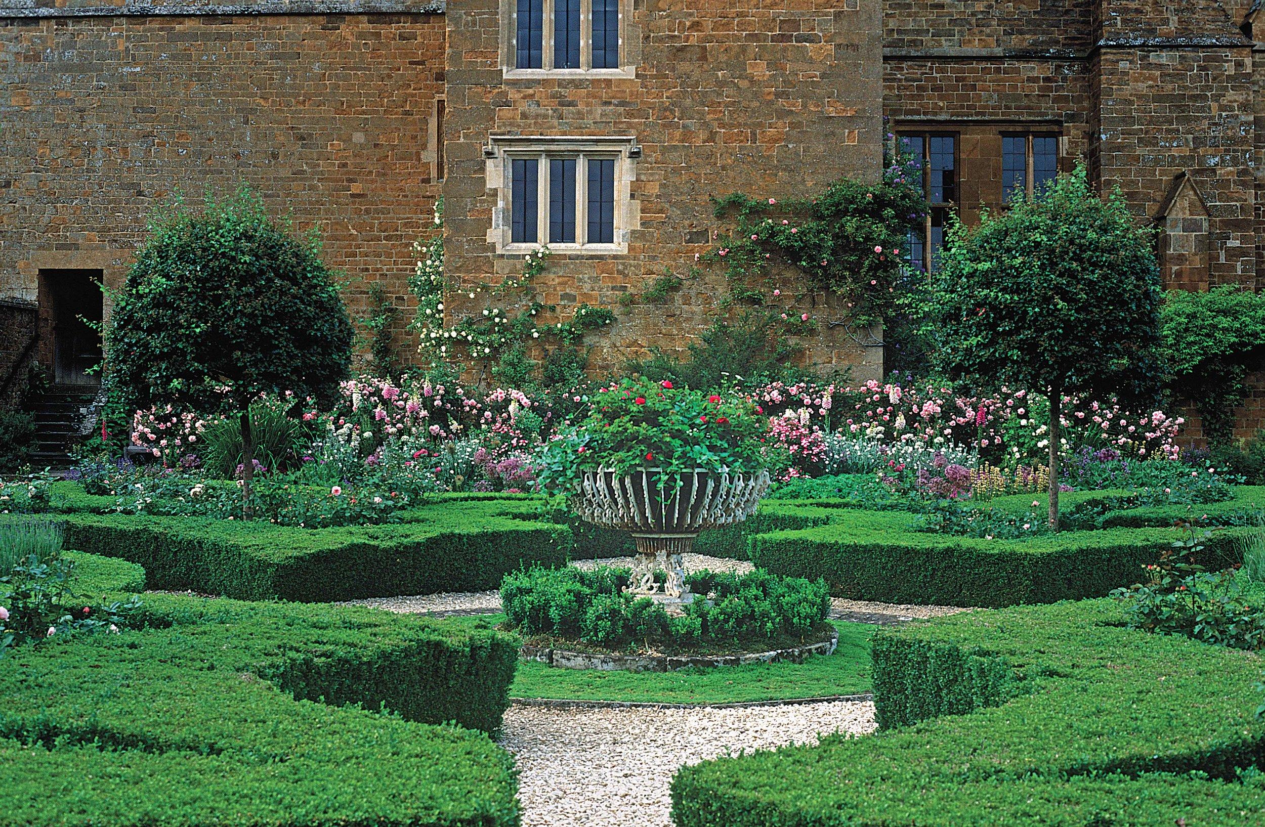 Parterres, Broughton Castle, Banbury, Oxon, England.jpg
