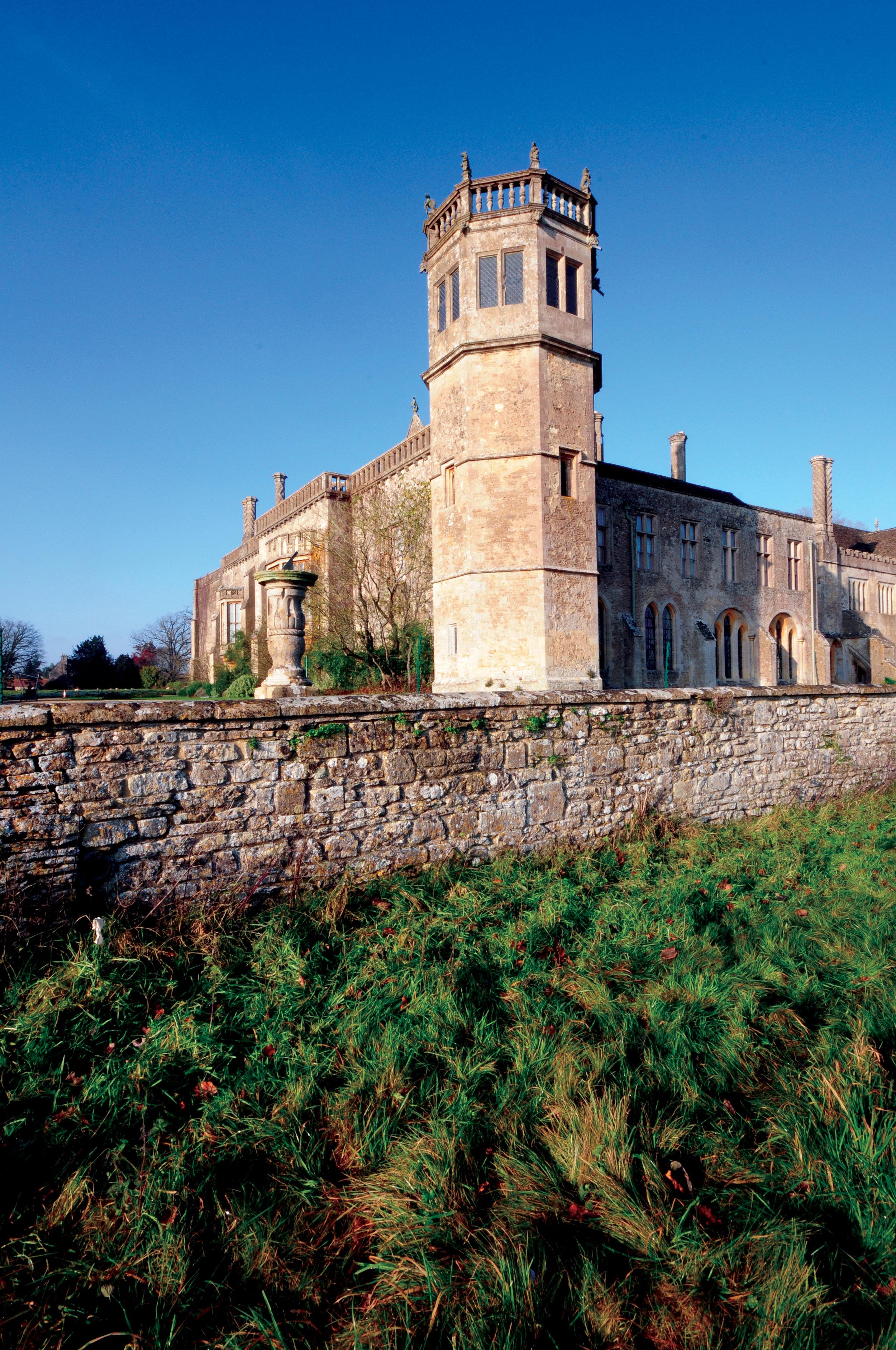 Lacock Abbey, Lacock, Wilts.jpg