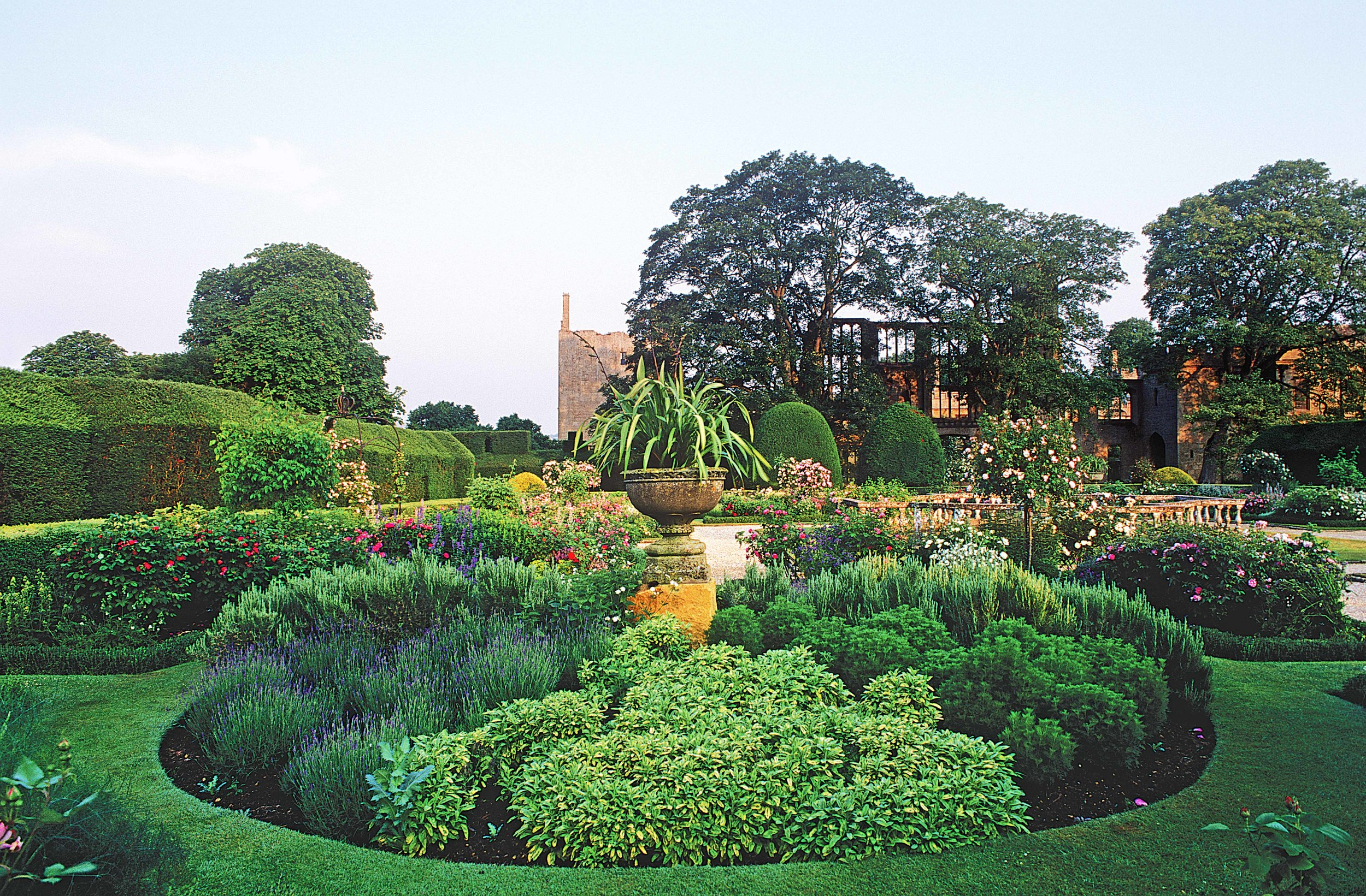 Rose Garden, Sudeley Castle, Winchcombe, Gloucs.jpg