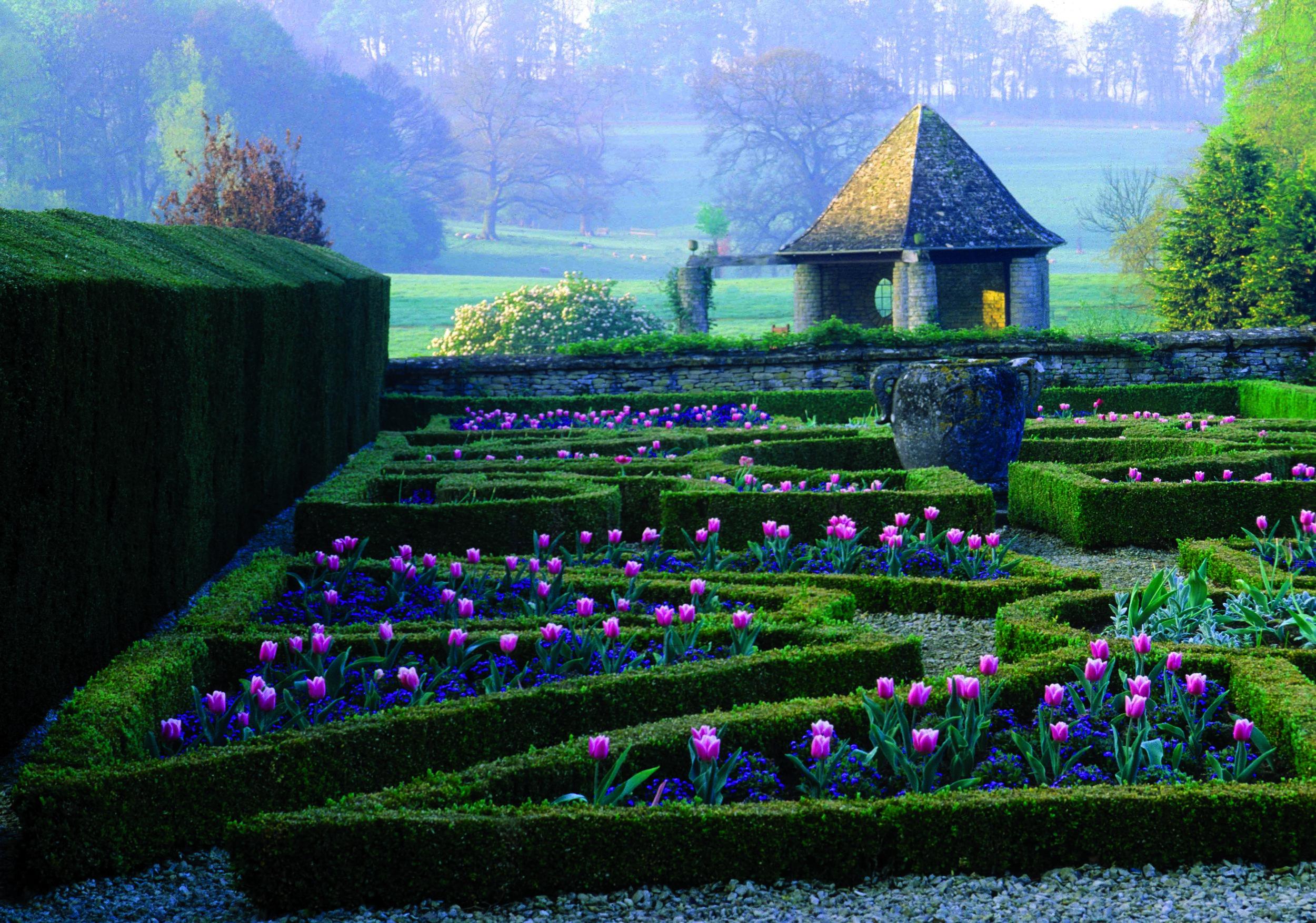 Abbotswood Garden, Lower Swell pp16-17.jpg