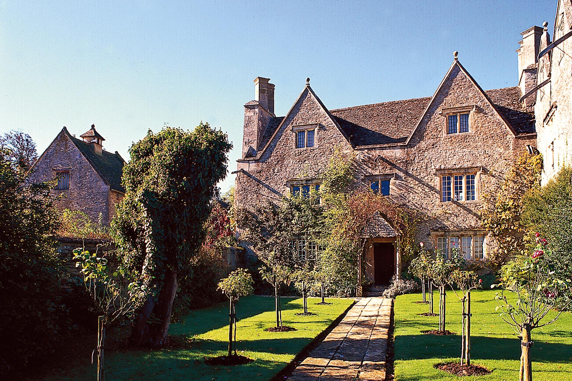 Kelmscott Manor, Kelmscott, Oxon, England.jpg