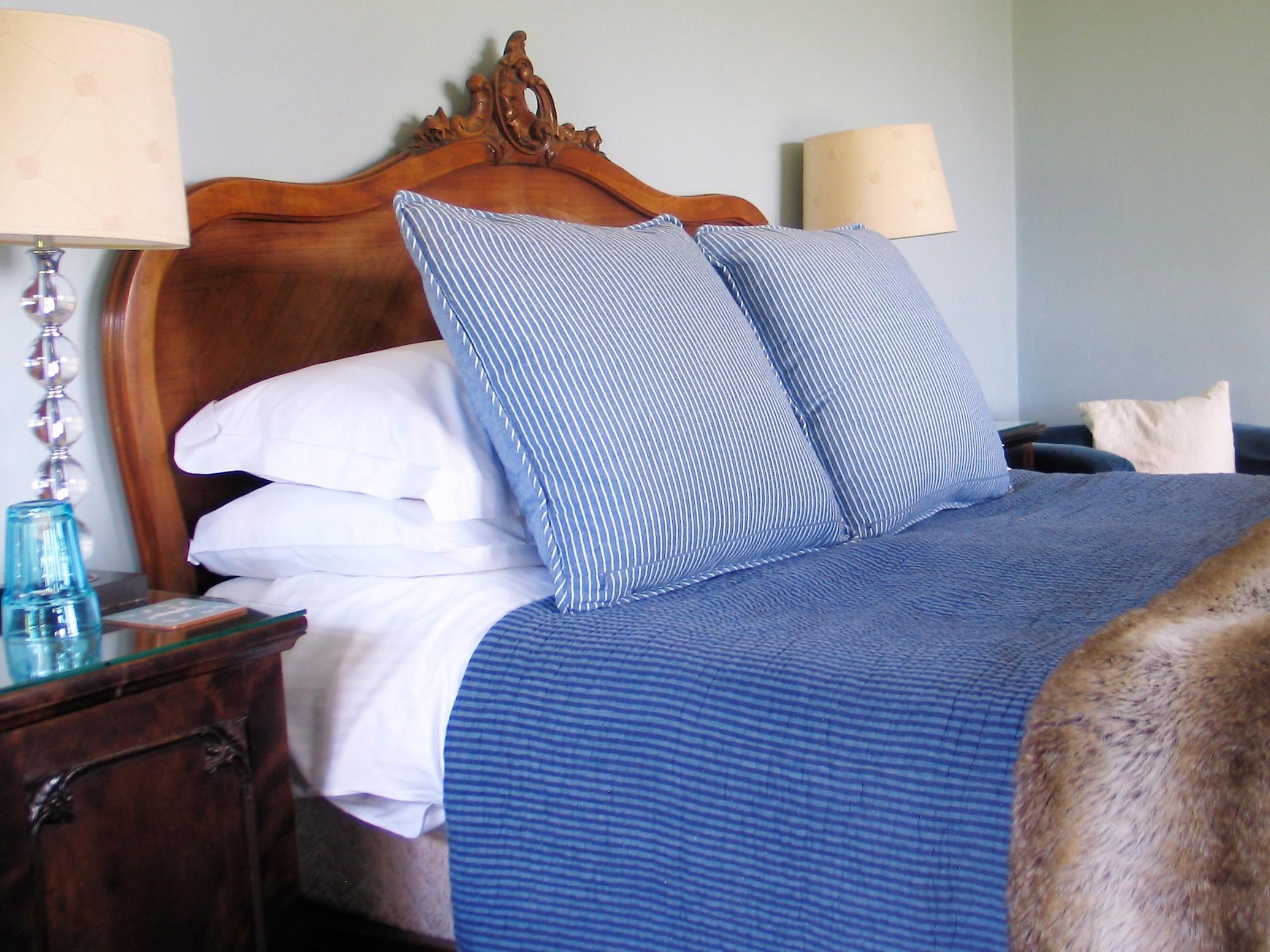 blue-freench-bed.JPG
