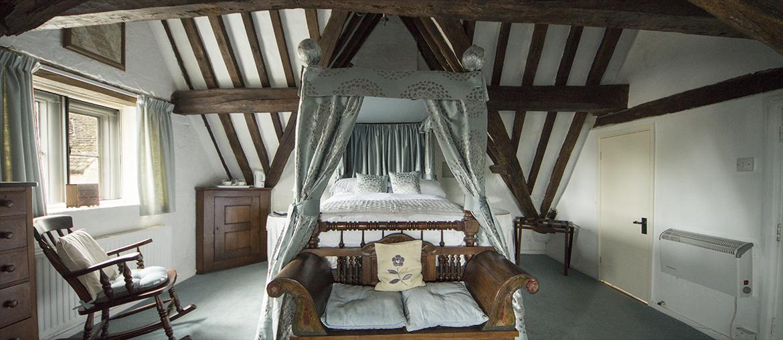 room5-main-bed-new.jpg