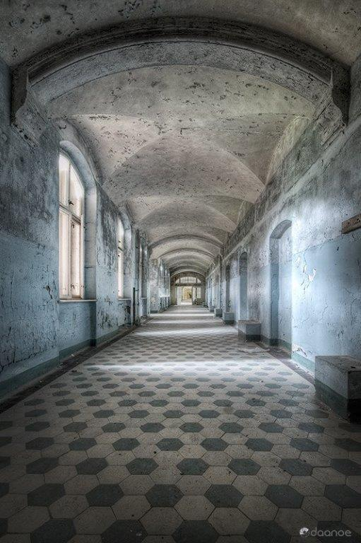 Daan_oude_Elferink_Blue_Corridor_V_60x40cm_ltd_ed_photograph_16_of_18_950_1024x1024.jpg