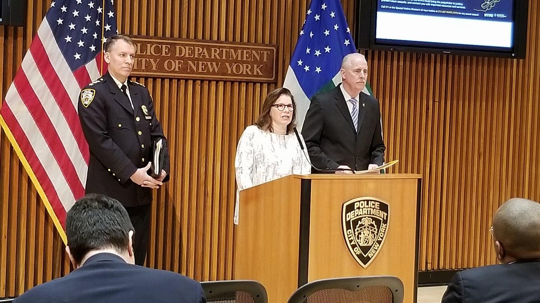 Policía de Nueva York lanza campaña para que víctimas de agresiones sexuales