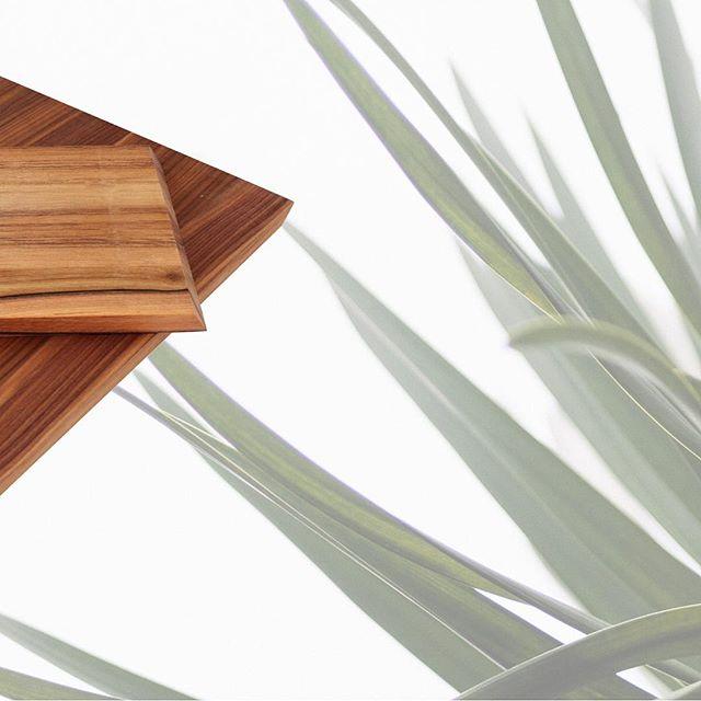 English walnut vs black walnut? Which one would you pick? 🤔⠀ •⠀ •⠀ •⠀ •⠀ •⠀ #designinspiration #houzz #mbhg #homedecor #houseandhome #homeinspo #styleathome #homedesign #minimalexperience #homepolish #howyouhome #interior444 #kitcheninspo #sodomino #handmade #productdesign #designlovers #designinspiration #kitchendesign #kitcheninspo ⠀