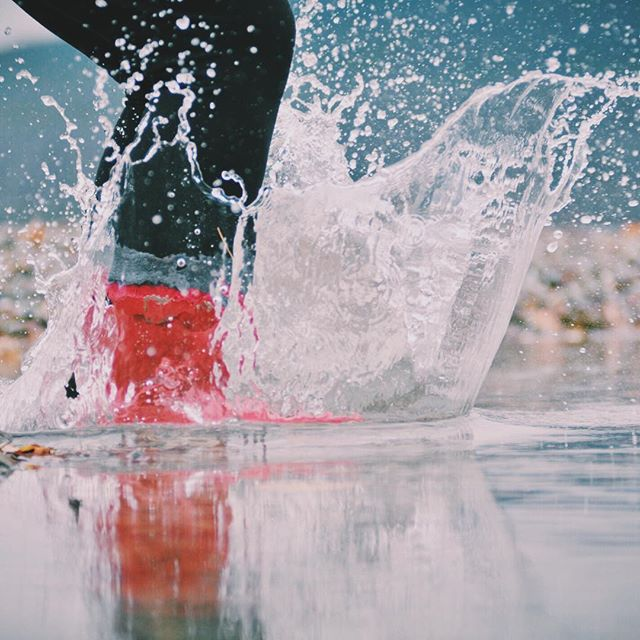 Red boot, puddle splashing days gone by. #gypsylife #heywildflower #optoutside #getoutstayout #gnps #sidehustle #sidehustle 📷 @isaacmphoto