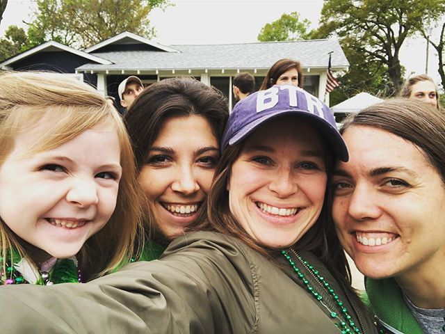 Wearin of the Green with my people in what is now my old stomping grounds. Let the record show: Novie asked to be in our selfie with her girls...like an adult. 😭😭😘🤗💃🏻💚 🇮🇪