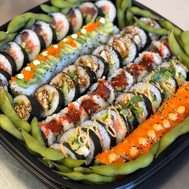 The Deluxe Futomaki Platter is one of our favourites! It contains a rainbow Futomaki roll, a deluxe caterpillar roll, a chicken teriyaki Futomaki roll, a spicy tuna roll, a spicy salmon Futomaki, a tobiko salmon roll and filled with edamame! 😋💫 To order for this weekend, head to www.minato-sushi.co.uk 🍣 advanced ordering is advised for weekends but we will always do our best to squeeze you in! #sushi #sushilover #sushiporn #futomaki #maki #weekendvibes #supportsmallbusiness #instaedinburgh #instafood #food #foodie #foodlover #foodporn #eastlothian #edinburgh #edinburghbloggers #healthy #takeaway #love #friends #nomnom #cleaneating #blogger #instablogger #avocado #vegan