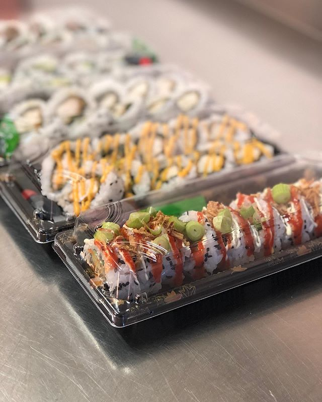 Wondering what to have for dinner tonight? Treat yourself to a sushi delivery! 🍣 #sushi #sushilover #sushiporn #food #foodie #foodlover #dinner #hungry #yummy #eastlothian #edinburgh #northberwick #musselburgh #portobello #haddington #instadaily #instagood #vegan #sriracha #avocado #salmon
