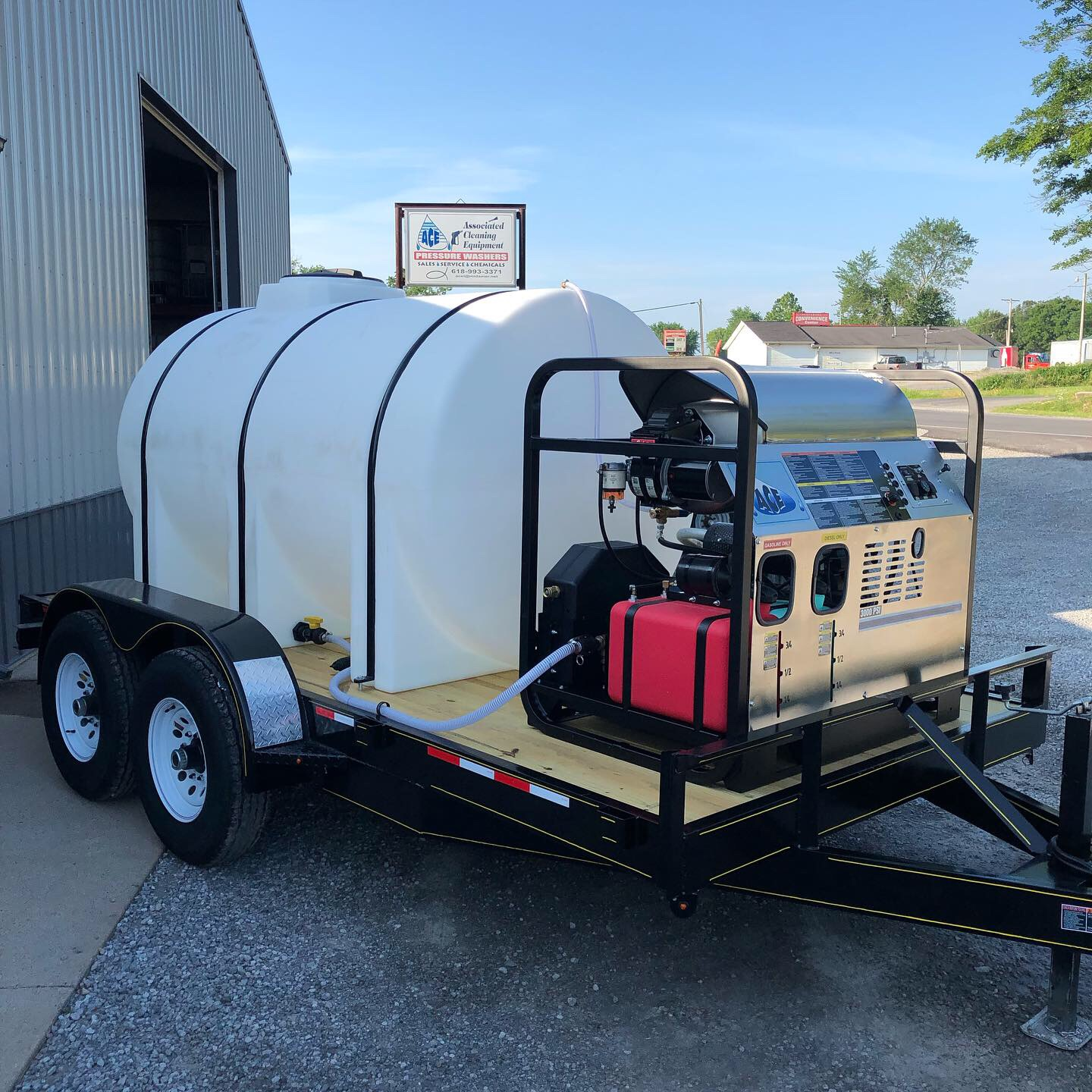 HDS 3008 Hot Water - 3000 PSI @ 8 GPM Hot Water w/ 1000 Gal Tank