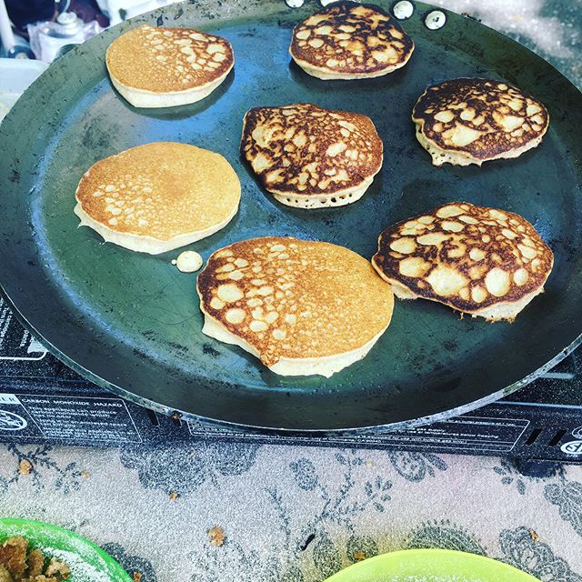 Wheatberry grinding on the Sweetcycle — fresh  whole wheat pancakes with strawberry sauce, tomatillo salsa with crispy wheat cakes, cooked outside in Taffe Park with @citygrowersnyc  students.  #wholegrainfoods #wholewheatflour #cookingwithchildren #ediblegarden