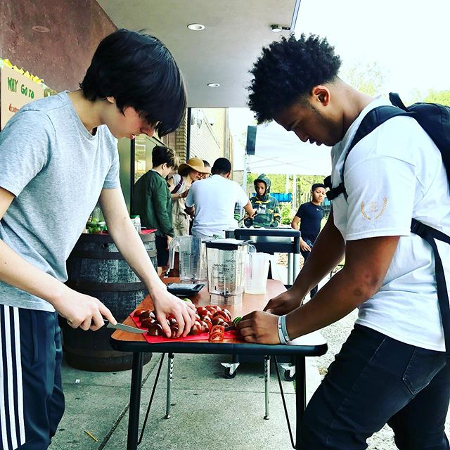 My Students @bugs_brooklyn  making pedal powered green and red salsa at their first school run farmers market.  We also fried up our own tortilla chips in class with the our Spring Project Block signature spice mix.  #urbangardening #schoolgardens #chipspice #chipsandsalsa