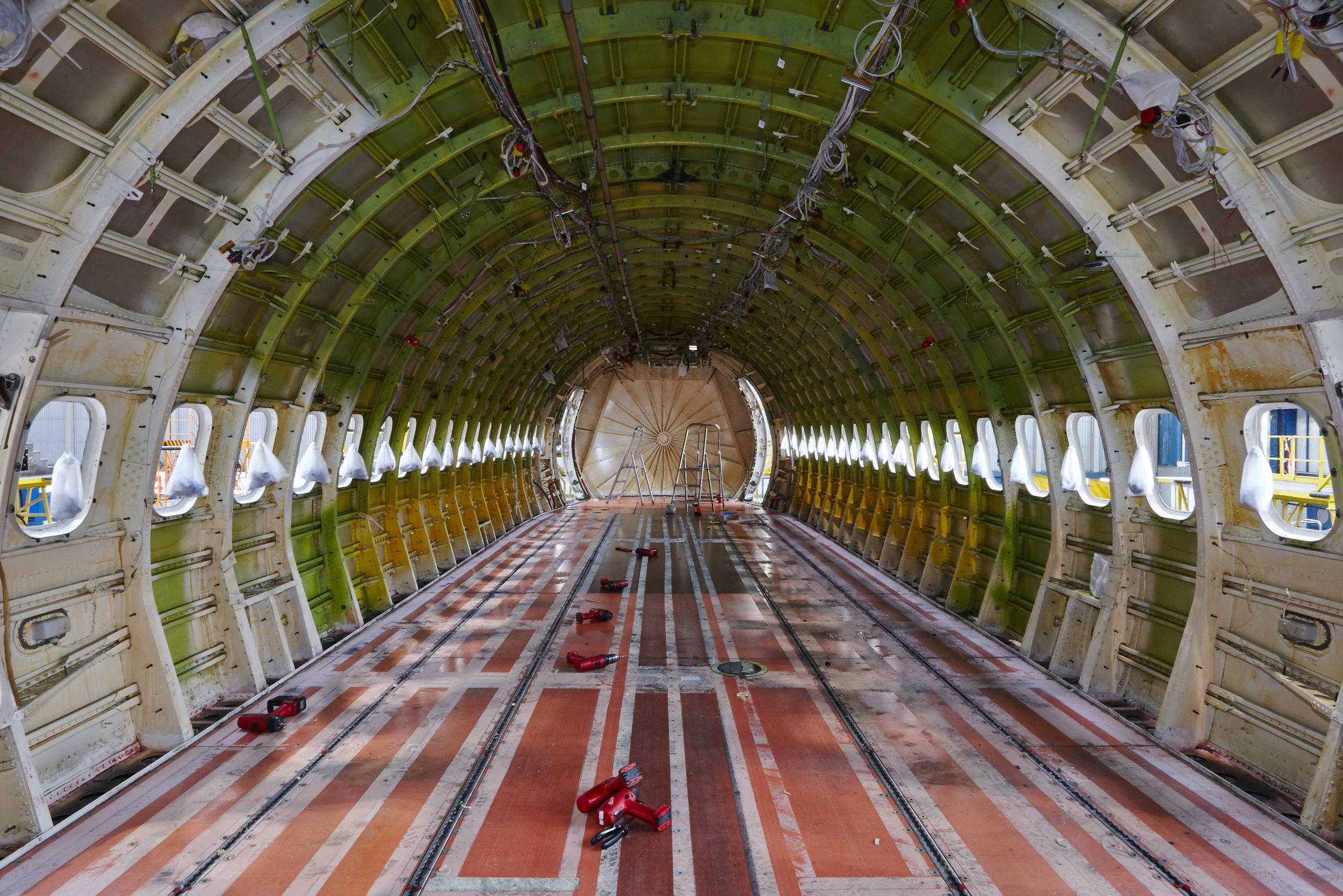 airplane-under-maintenance-P6A9NPW.jpg