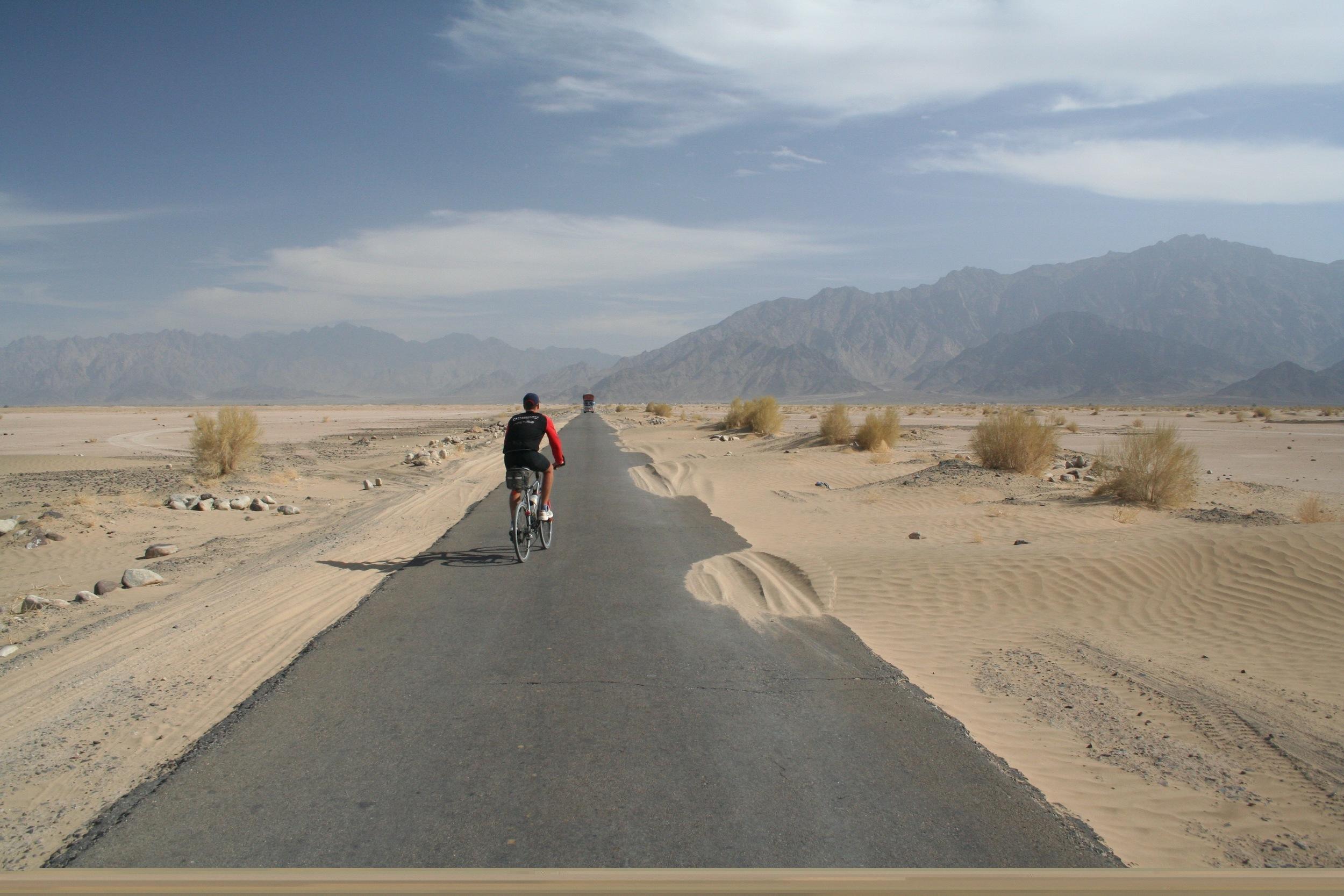 Cycling the Baluchistan desert