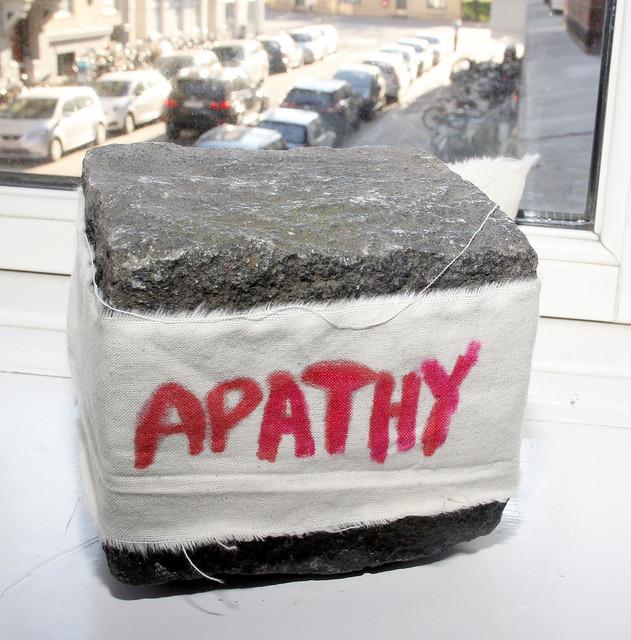 Apathy, cotton fabric on pavéstone, 11 x 9 cm