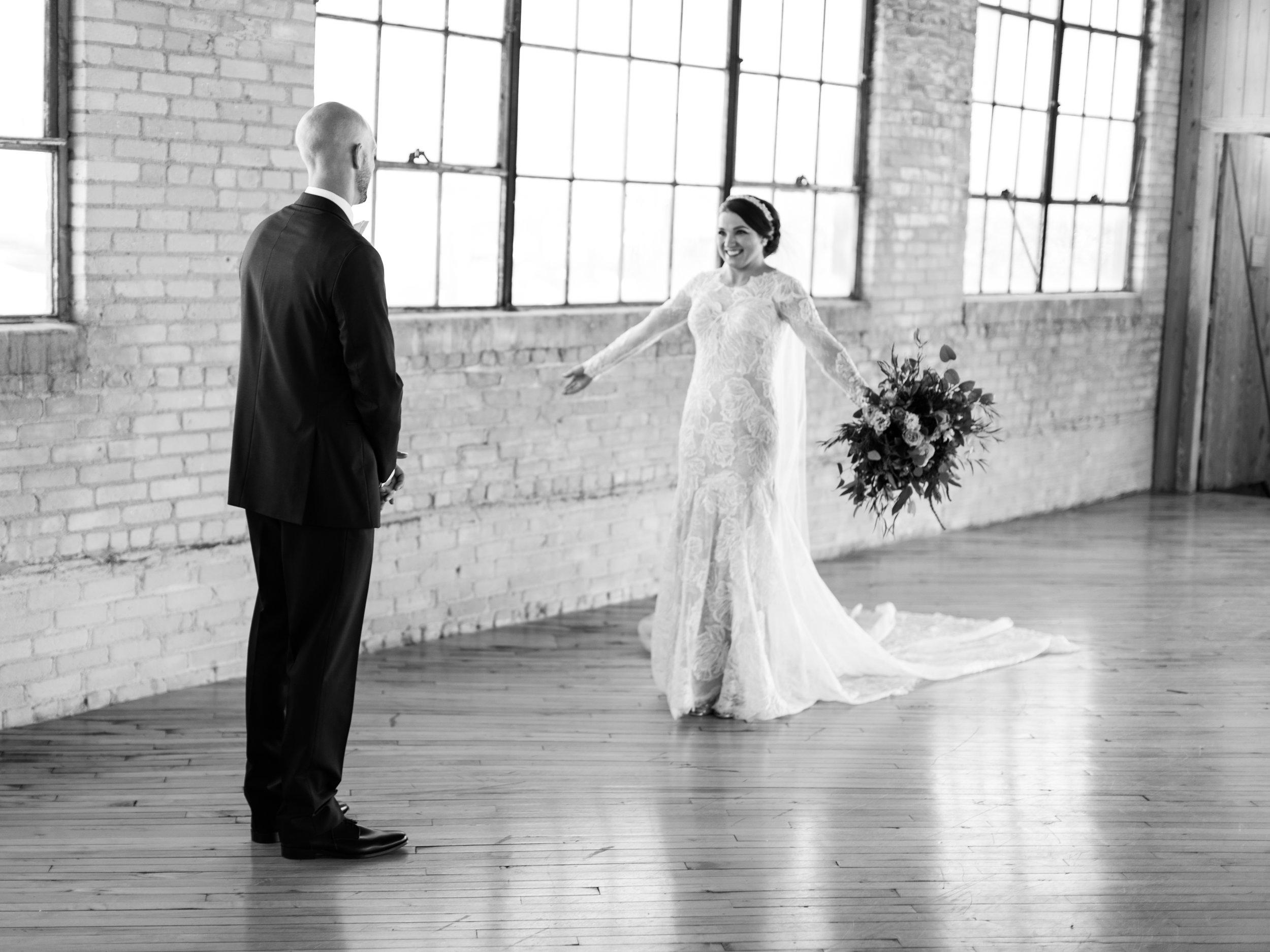 Vogelzang+Wedding+First+Look-23.jpg