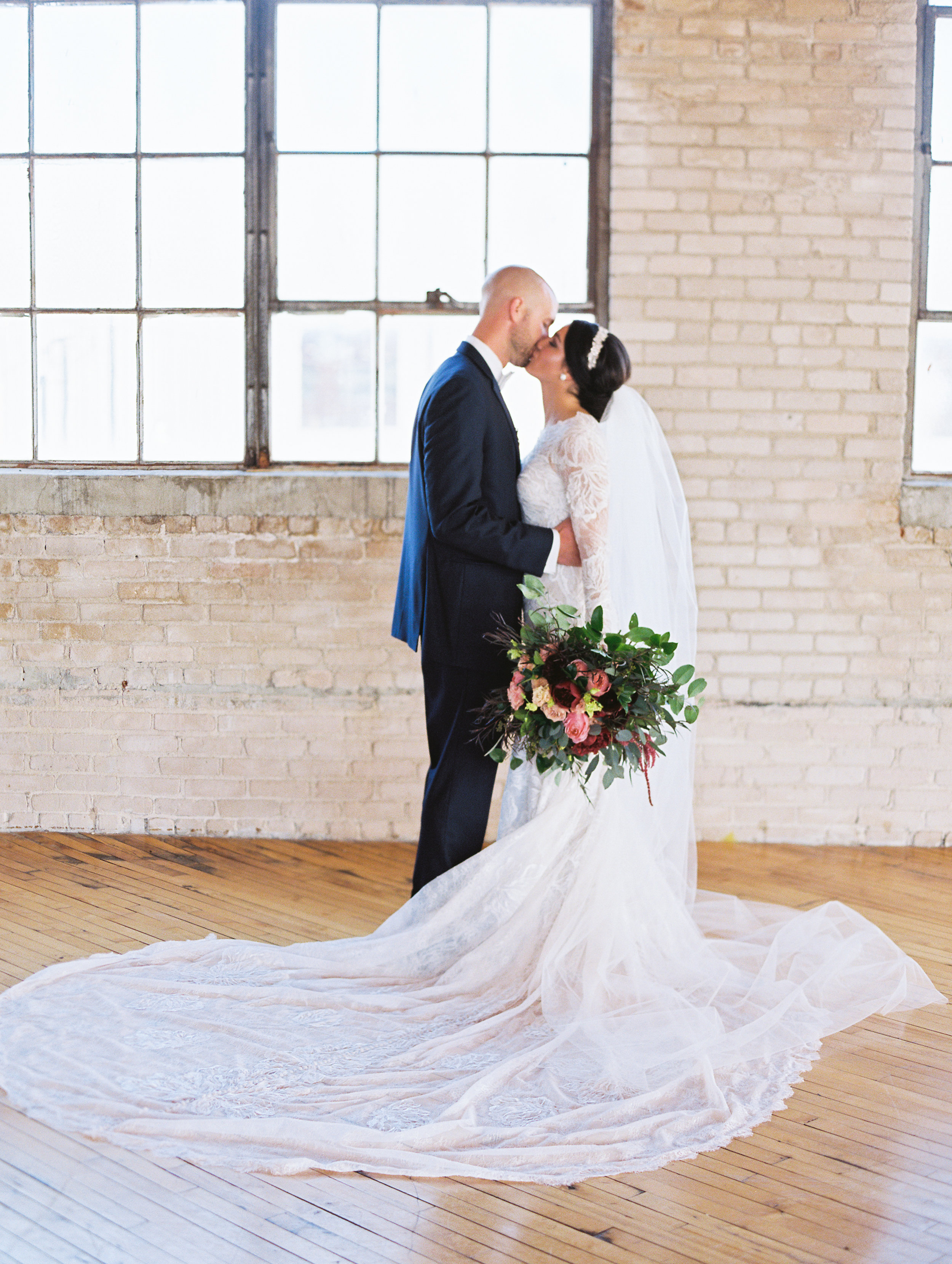 Vogelzang+Wedding+first+look+b-2.jpg