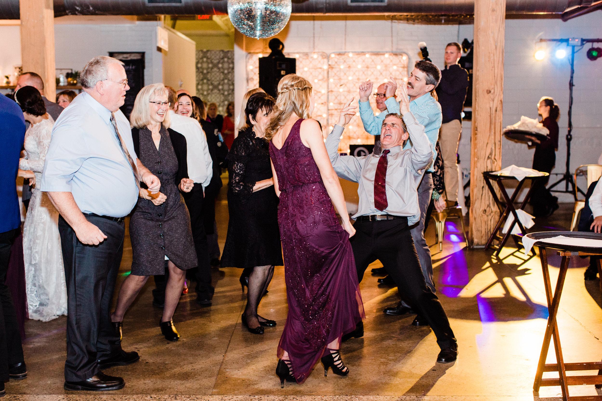 Vogelzang+Wedding+Reception+Dancing2-24.jpg