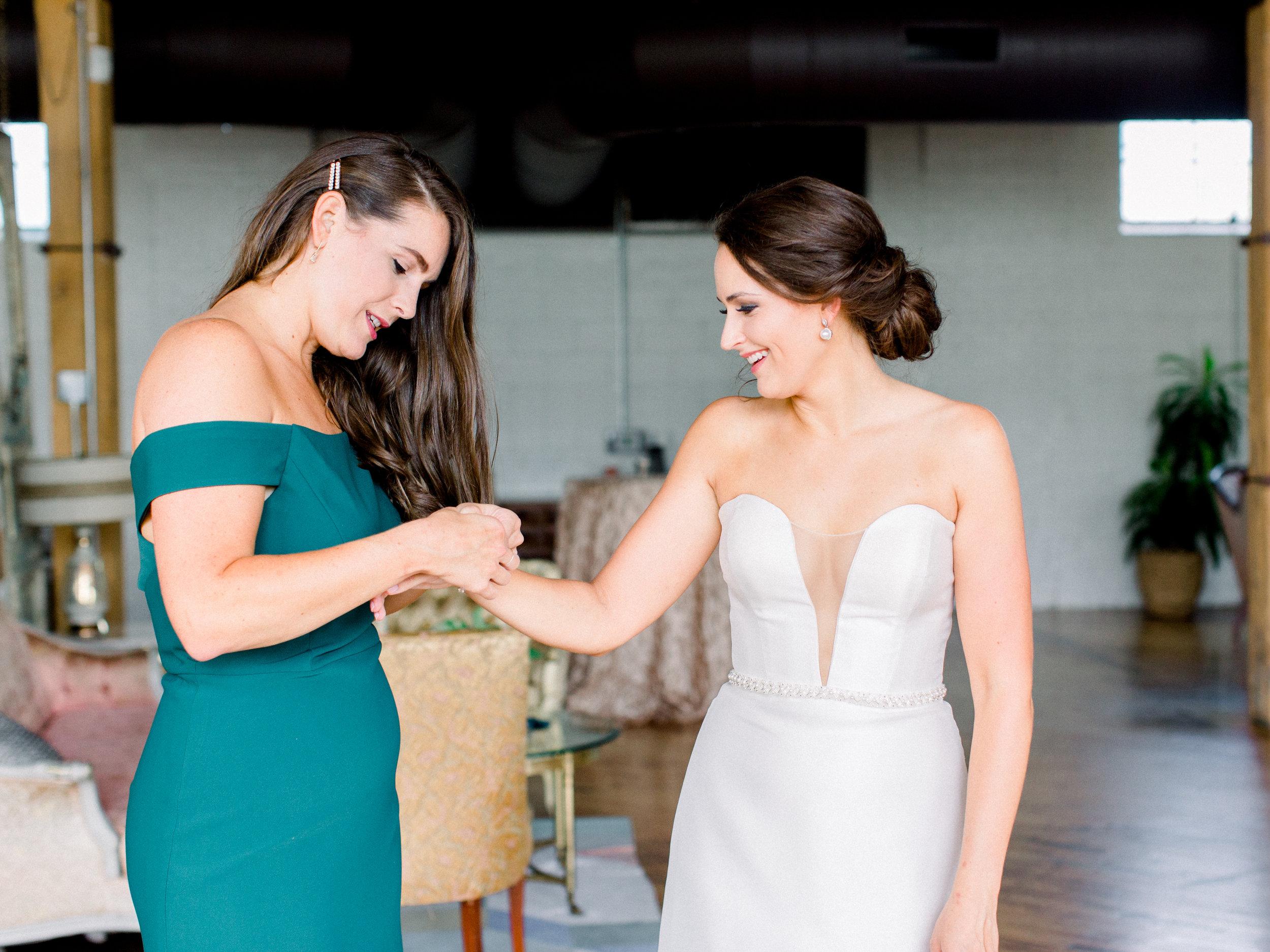 Steiner+Wedding+Bride+Getting+Dressed-33.jpg
