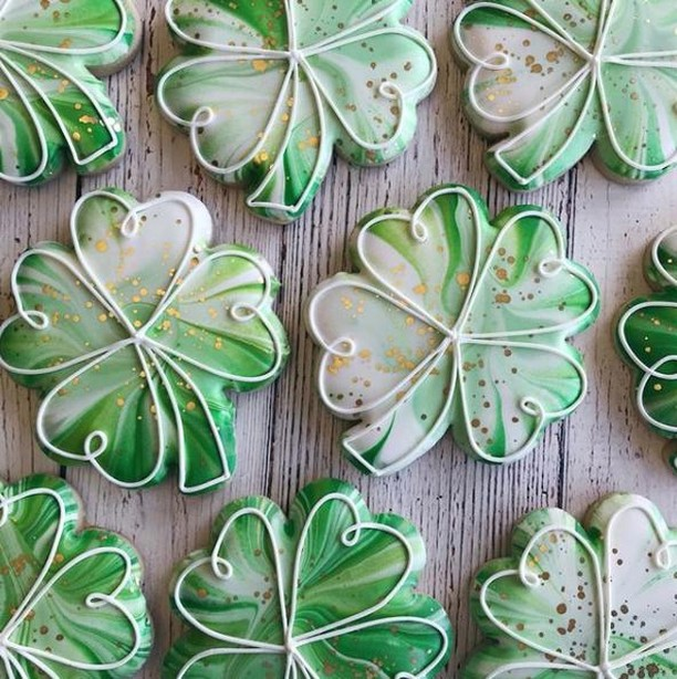 St. Patricks day is only a couple of weeks away! What kind of goodies are you making this year? Show us using #CakeCraftUSA 🍀 🌈 💚  Amazing cookies by @cadiescookies! ⠀ .⠀ .⠀ .⠀ .⠀ .⠀ #cakedecorating #cakedecorator #cakes #cakelover #cakeartist #cakeart #sugar #sugarart #design #food #fondant #bakery #cakedecor #cakelife #dessert #lovewhatyoudo #sprinkles #buttercream #CakeCraftUSA #cupcakes #CookieCake #Icing #Cookies #StPatricksDay #FoodArt