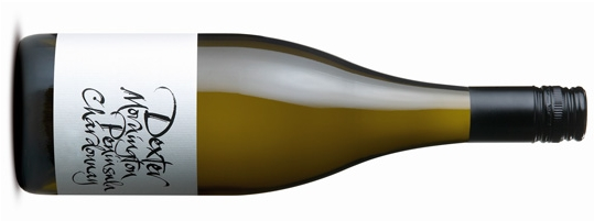 DEXTER MORNINGTON PENINSULA CHARDONNAY  デクスター シャルドネ     原産地: モーニングトン ペニンシュラ、   希望小売価格 ¥6,730   750ml, 2016, 13.6%   Sugar 21.0 – 22.4  Brix pH 3.30 to 3.41  Acid 7.4 to 9.0 TA  Harvest date 18th and 26th Feb Clones P58 (60%), I10V5 (41%)  2017 Chardonnay Provenance Award runners up - 2012, 2015, 2016 Dexter Chardonnay  シャルドネ プロヴェナンス アワード 2012 / 2015 / 2016  2016年 シャルドネ ワインチャレンジ 優勝。  シトラス フルーツ、中でもグレープフルーツとレモン。ネクタリン、 ほんのりクレーム・ブリュレのアロマ。一つ前のヴィンテージともよく似た味わいで、2016年もエレガントさとフィネスがあり、パーフェクトに近いといえる年。控えめな風味は、特にレモン、グレープフルーツ、有核果実とエレガントなオークを反映しています。中盤の味わいは柔らかく、余韻に程よい酸味がバランスをとっています。  James Halliday 95 Points  This is all about crafting elegance and balance, length a by-product of those two elements. It stakes its case without fanfare, just stone fruit and cashew with a garland of citrussy acidity, the finish fresh.  Vintage Notes: After a winter of moderate rain and temperatures the vines moved steadily to flowering some 4-5 days earlier than average. Rainfall throughout the growing season was lower than average and there were no extended heat events. The ripening period resulted in the grapes maturing smoothly to sugar and flavour ripeness. Harvest was 7-9 days earlier than the average of recent seasons, even with a larger than average crop load. In summary the season has produced ripeness early but with bright fruit flavours, nice structure and good acid balance.  Winemaking: Hand-picked fruit was gently whole-bunch pressed into a tank and settled overnight. It was then transferred into French oak barriques and puncheons (26% New, 13% second use, 15% third use and 46% older) and inoculated with a neutral yeast. From May until late winter the barrels were stirred every two weeks until MLF was completed. For this vintage 40% completed MLF. The wine was left on yeast lees until November when it was transferred to tank to prepare for bottling. The wine was late Dec 2016, 8 months after harvest.