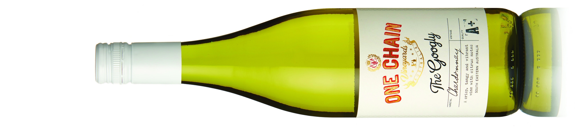 The Googly Chardonnay    ザ グーグリー シャルドネ    希望小売価格 ¥1,750   Alc: 13.5% 2017  Suitable for Vegetarians  SA Limestone Coast, 2 Months; French100 % new oak, This Chardonnay is sourced from cooler climate vineyards to give a delicious, tangy white wine. Crisp, lively and bright, this citrus scented Chardonnay is well balanced, with tropical fruit and melon on the palate before presenting a vibrant, textured finish. 100% Chardonnay  ヴェジタリアン向けワイン  サウス・オーストラリア州のライムストーン・コースト産。フランス産オークで2ヶ月熟成、新樽100%。冷涼な気候の畑で育ったシャルドネをアクセントに、クリスプで新鮮な味わいの白ワイン。シトラスの風味がトロピカルフルーツやメロンとバランスし、テクスチュアのあるフィニッシュ。100%シャルドネ  詳しく