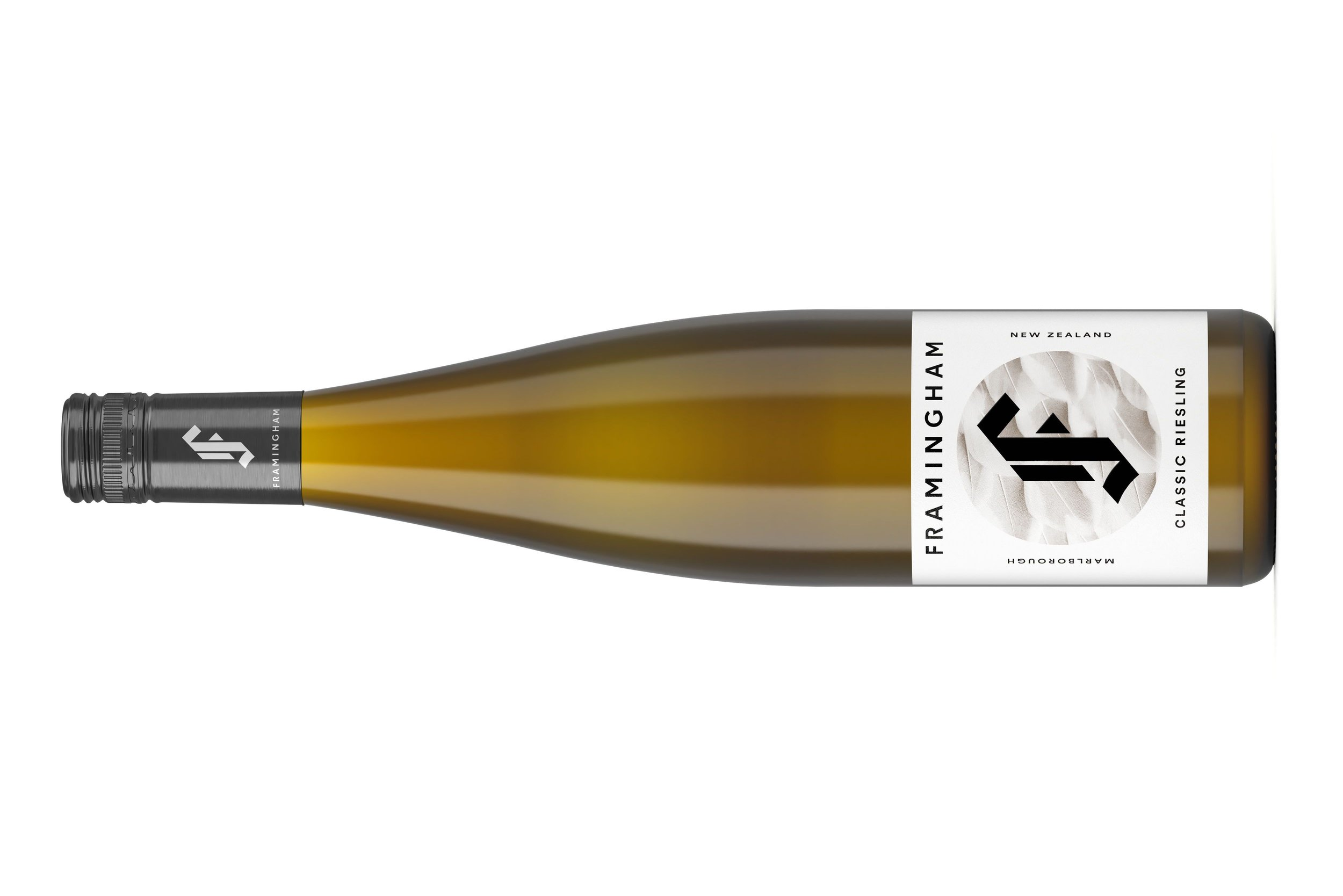 FRAMINGHAM CLASSIC RIESLING | フラミンガム クラシック リースリング  マールボロ ワイラウヴァレー  ¥4,180 2017, 750ml , 12.5% , TA 7.7 g/l pH: 3.00, オーガニック  James Suckling 91 points  スパイス、石、レモンから黄桃まで、香り・味わいにたくさんのフレーヴァーがあります。 やさしくオフドライなフィニッシュへ完璧につながっていきます。飲み頃です。スクリューキャップ。  From spices, stones and lemons through to yellow peaches, there's lots to offer on the nose and palate. The gently off-dry finish suits perfectly.  TECHNICAL  Hand Picked, wild ferment, 100% whole bunch, onlees for 8 month, filtration yes, fining no, minimal additions