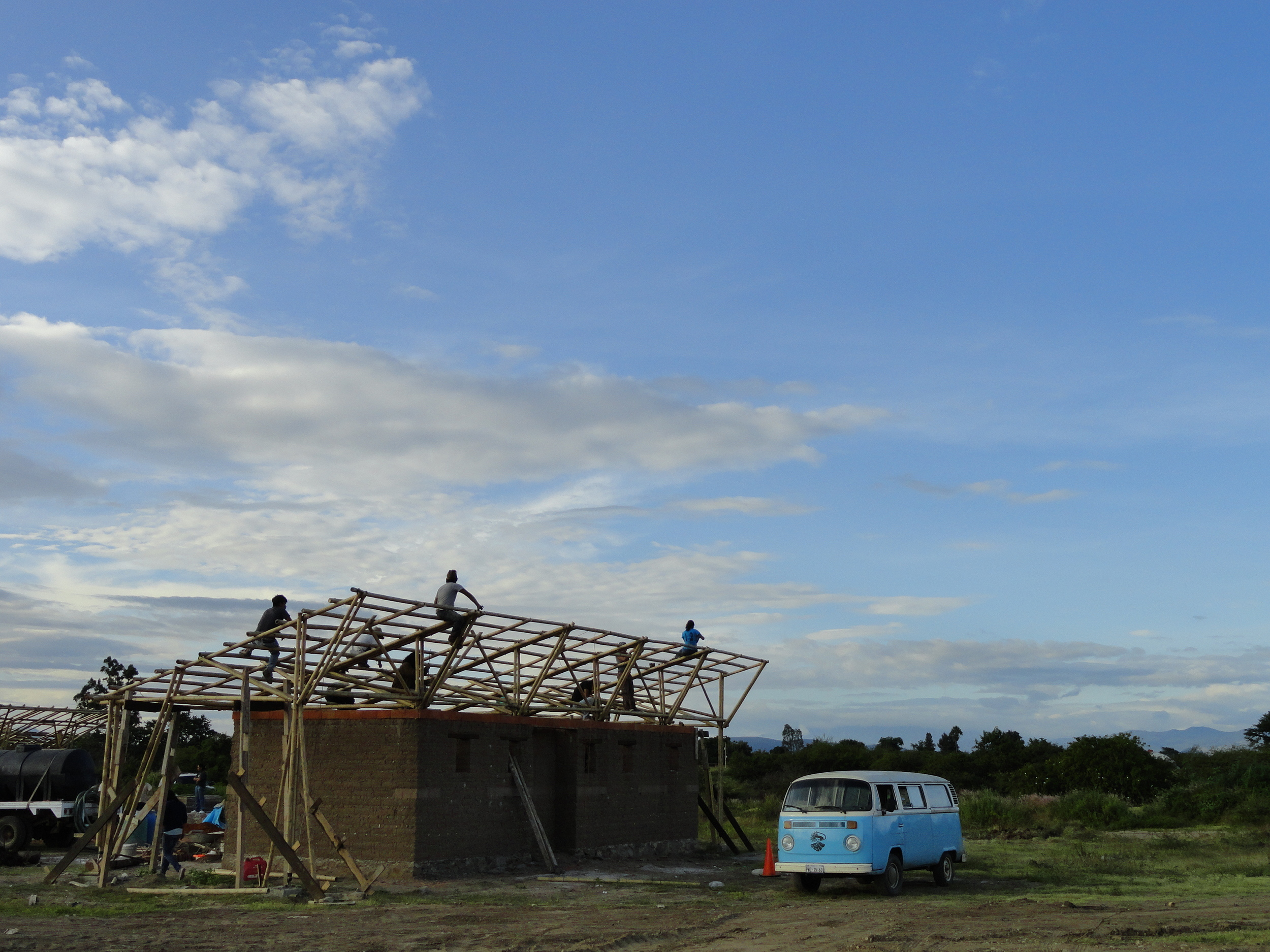 BAMBOO ROOF STRUCTURE / GAME NIKE CHANGERS - SAN PEDRO APOSTOL, MEXICO