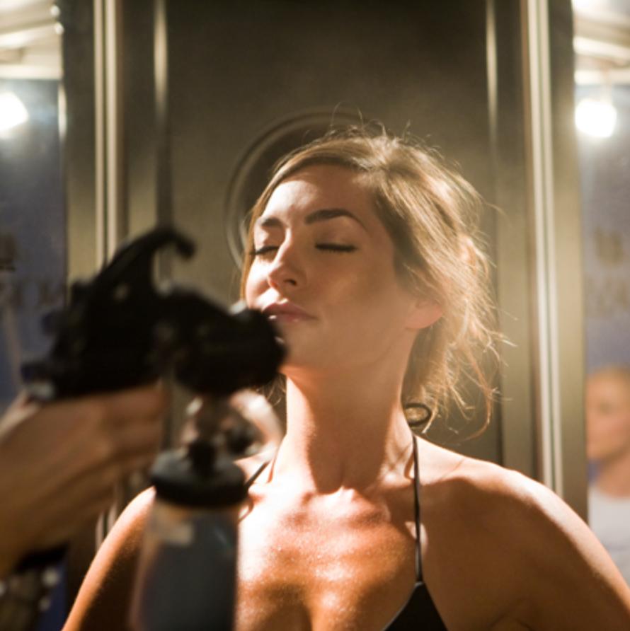 Spray Tanning by Anyssa Kuck