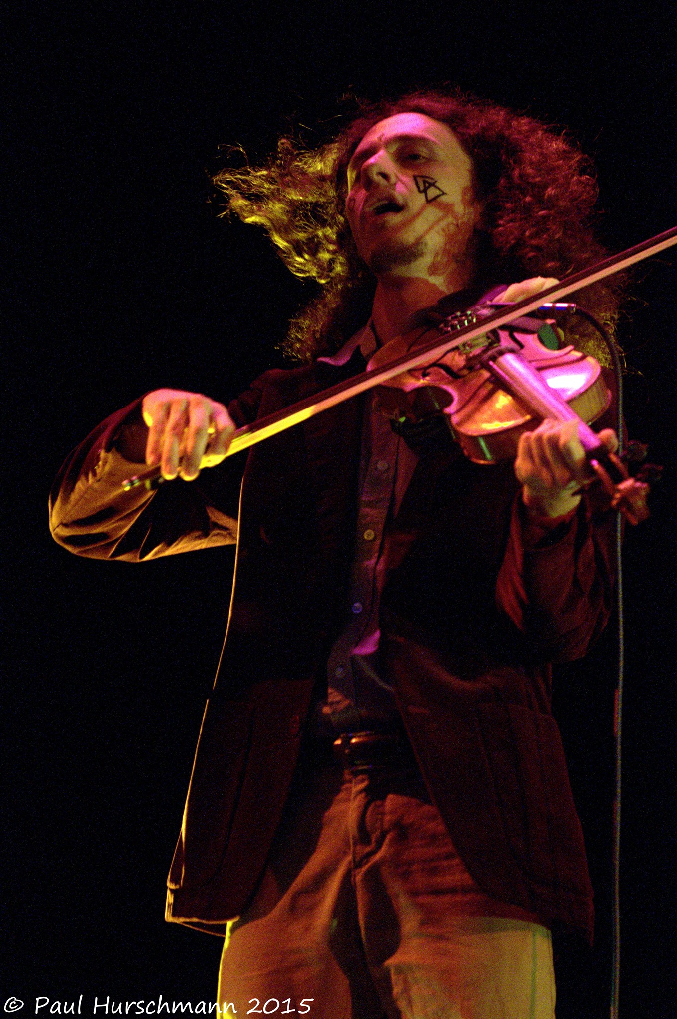 matt-weiner-violin-closeup.jpg