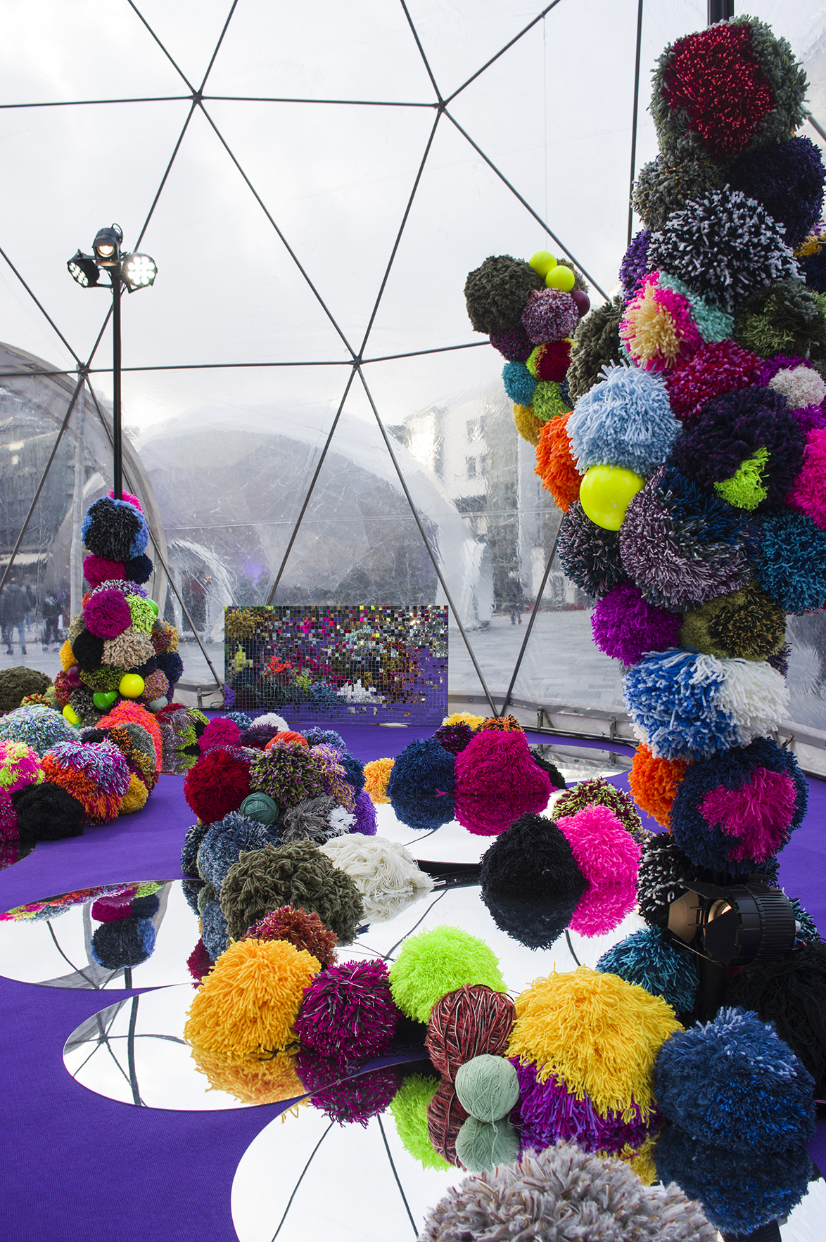Encircled Inward (2018) Aker Brygge, Oslo ca 560 pompoms, mirror mosaic, acrylic mirrors, carpet 77m2  Photo: Hagelund/Christensen