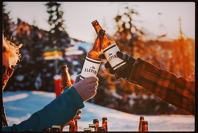 Cheers to a cracking weekend ... #morzine #chamonix #valdisere #courchevel #bar #valthorens #meribel #lesmenuires #laplange #crystal #snowboard #crafternoon #alps #ale #restaurant #powder #bluebird #alepinebeer #morzinesourcemagazine #source #verbier #switzerland #alps #glassware #london #archerstreet #datenight #floral #dancing