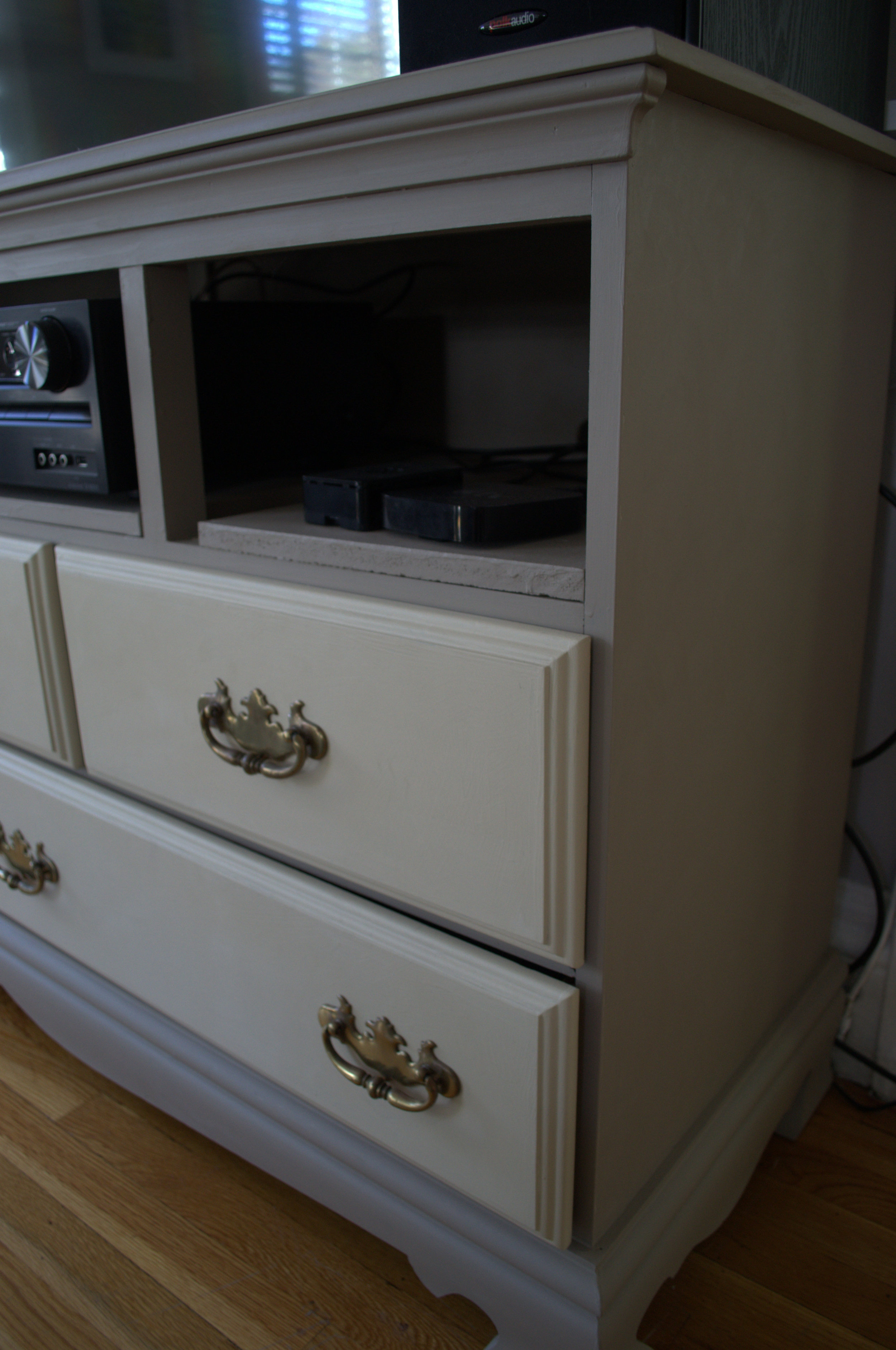 French Linen & Old Ochre Chalk Paint