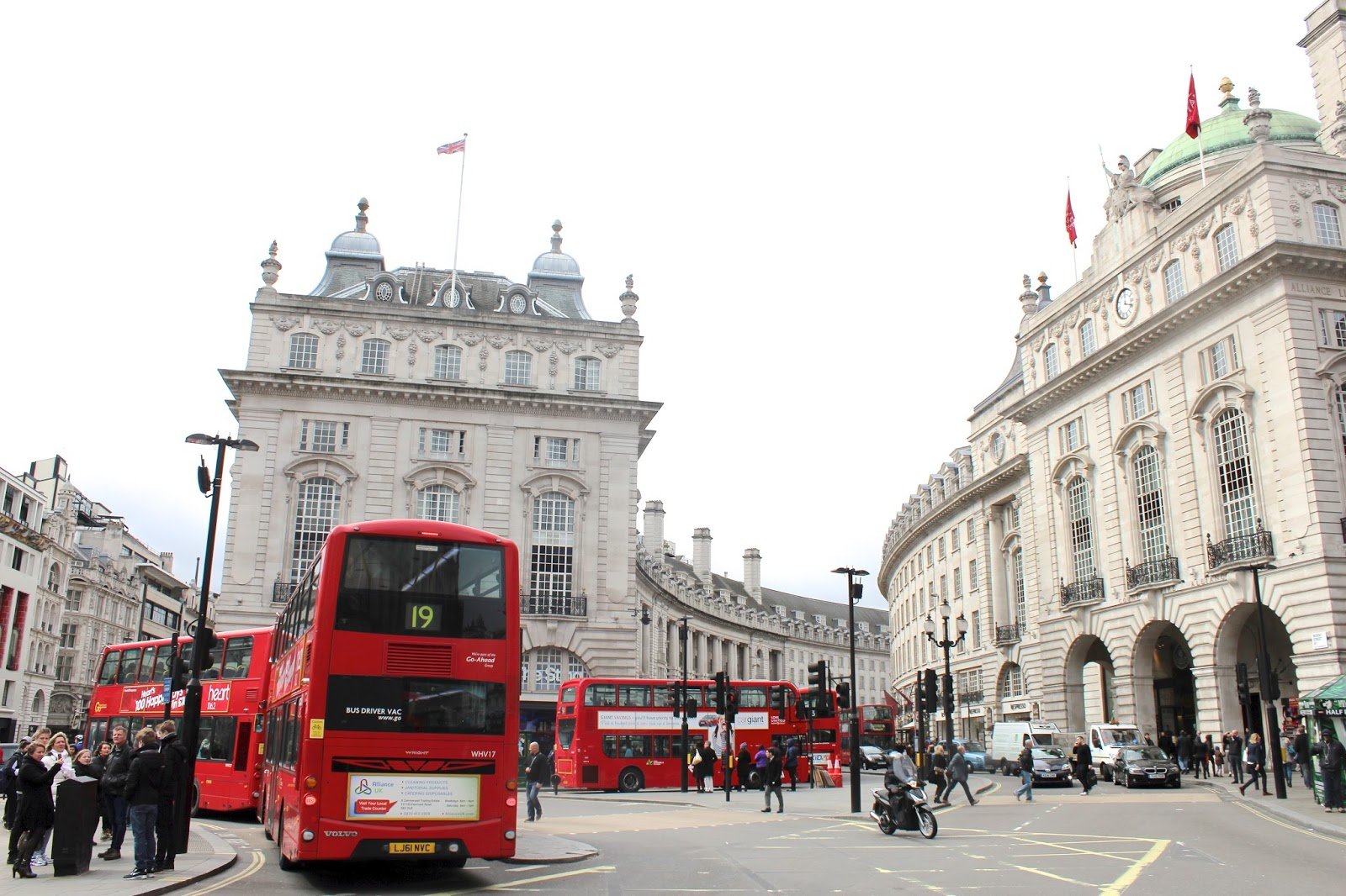 picadilly square circus london