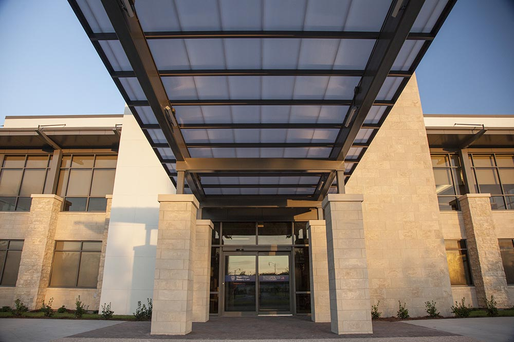 Mayo-Clinic-front-entrance-low-res-2.jpg
