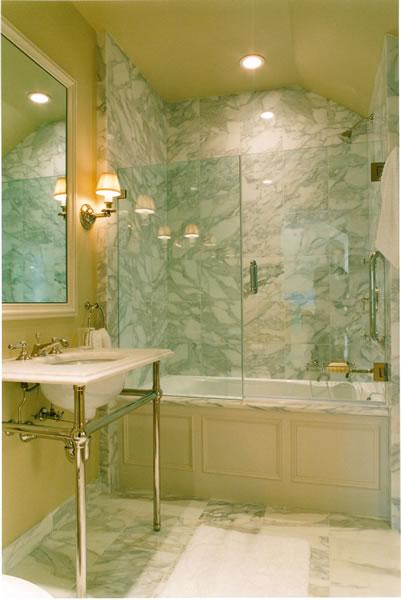 A Victorian bath with Calcutta Oro marble.