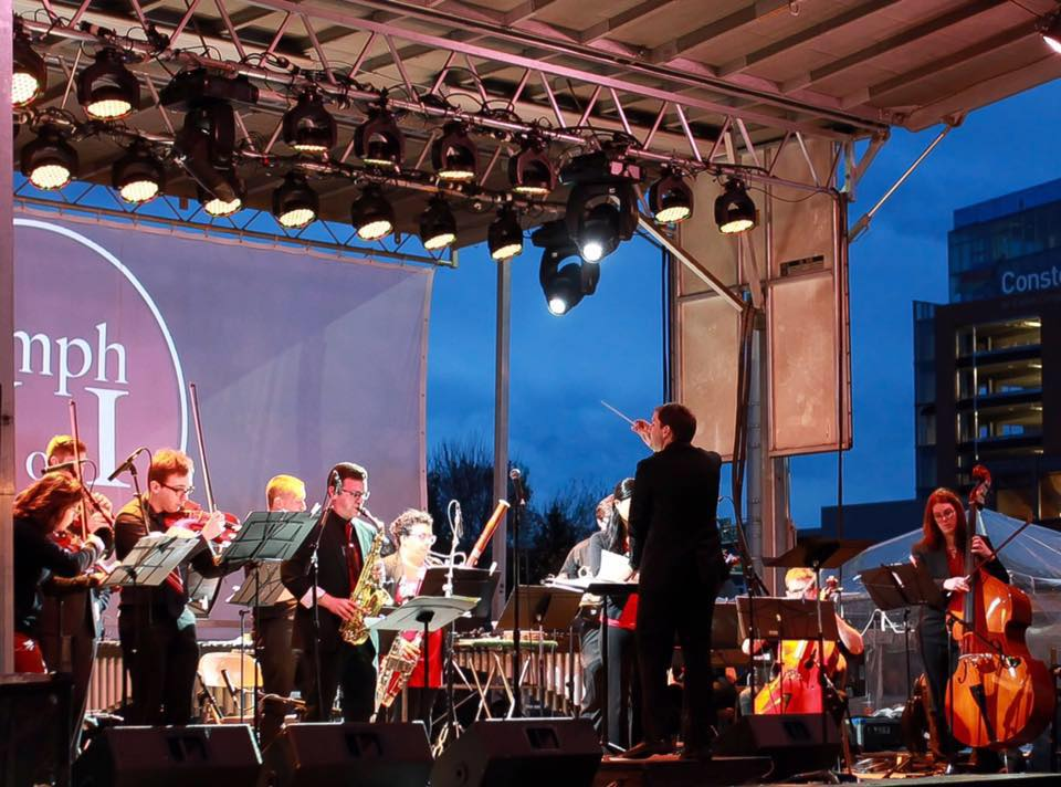 Jordan Randall Smith conducts  Symphony Number One  at  Light City