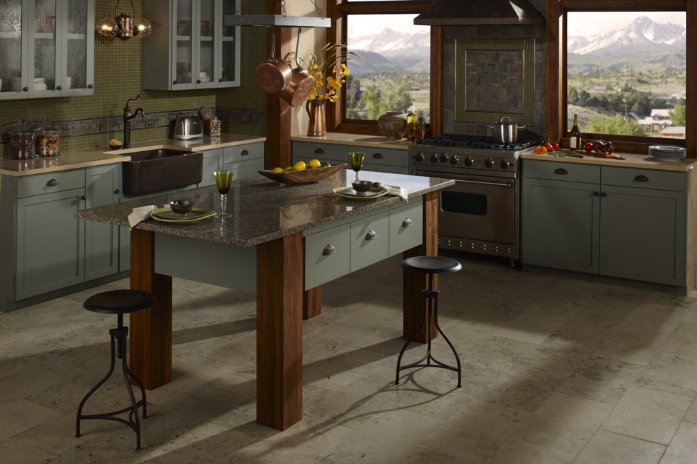 09022010-quartz kitchen 1110_edit.jpg
