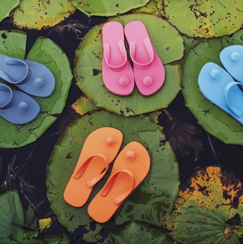 @ilovegurus flip-flops are designed with ancient Indian Sandals in mind! Style meets yogic history for these fashionable, comfortable, functional and, most importantly, socially-responsible flip-flops.  Image,thumbnail image, & image belowarecourtesy of @ilovegurus & reposted with permission.