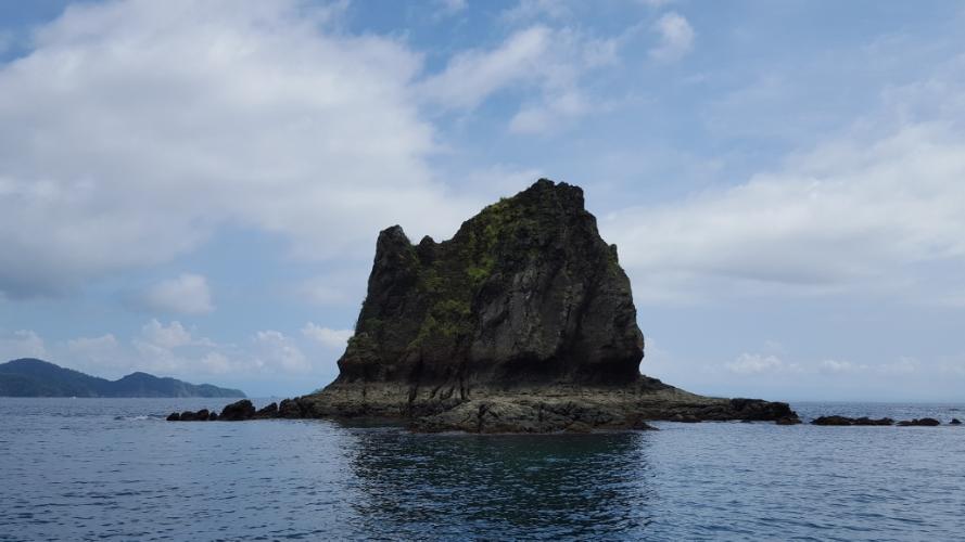 Rocks on the way to Tortuga Island