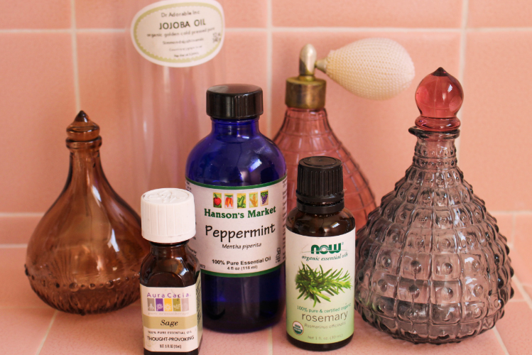 Sage, Peppermint & Rosemary Oils blend together to stimulate the follicles and boost hair growth!