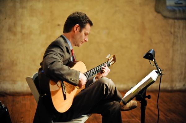 Pete_Smyser_wedding_guitar