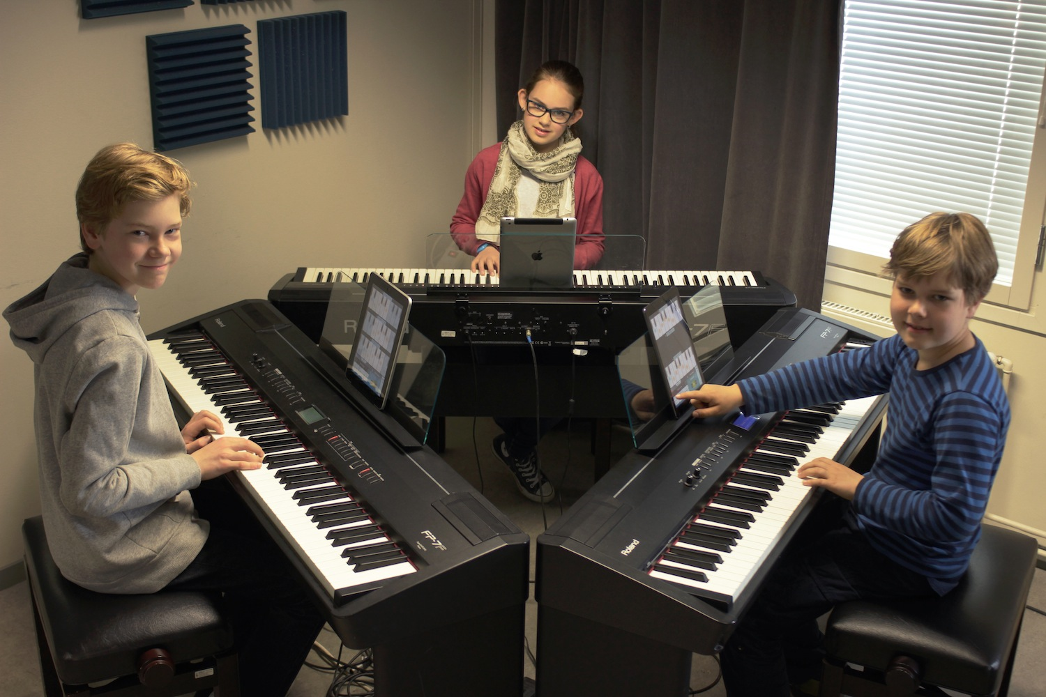 Play piano or keyboard in a group