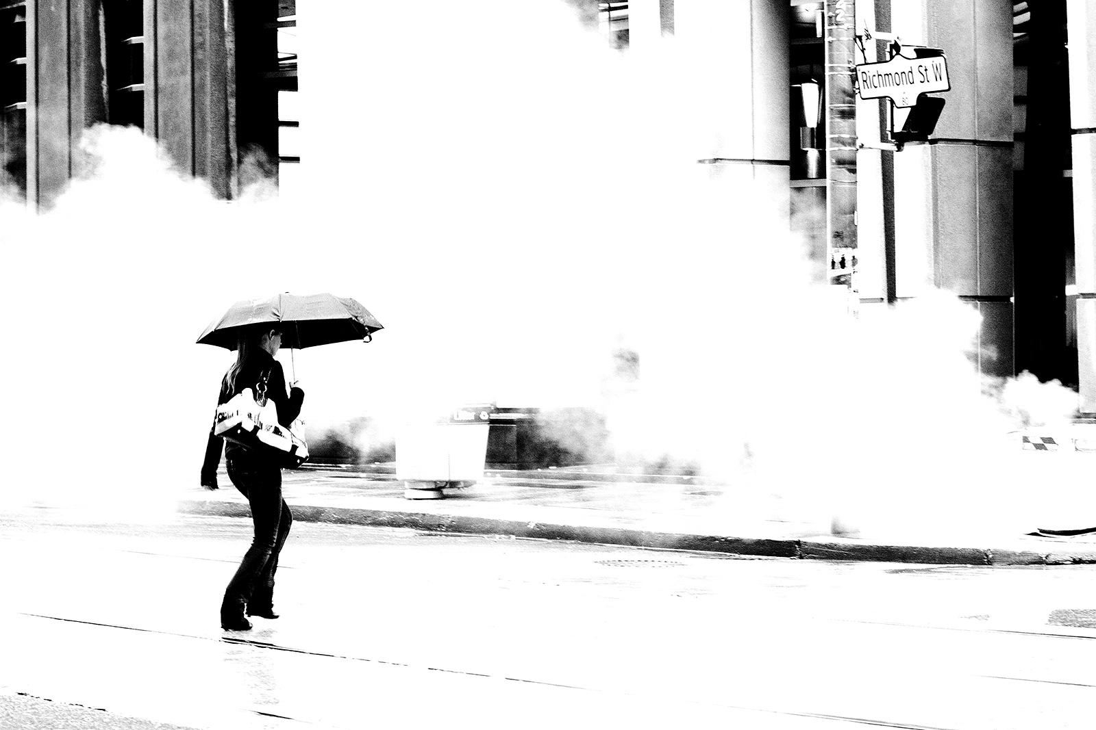 20100916-crossing_in_smoke_01.jpg