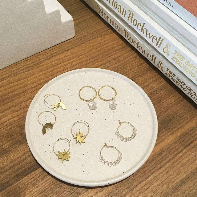 ✨ hoops for you and all 3 of your  alternate personas ✨ . 👀 .  #hoopearrings #classicearrings #vintagestyle #vintagejewelry #vintageinspired #beigepalette #grainyphoto #brassjewelry #goldjewelry #goldhoops #thebiggerthehoop #crystaljewelry #quartzjewelry #clearquartz #handmadejewelry #canadiandesigner #jewelrystylist #stylishearrings #sustainabledesign