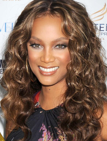 tyra-banks-trendy-fun-long-curly-full-lace-wig.png