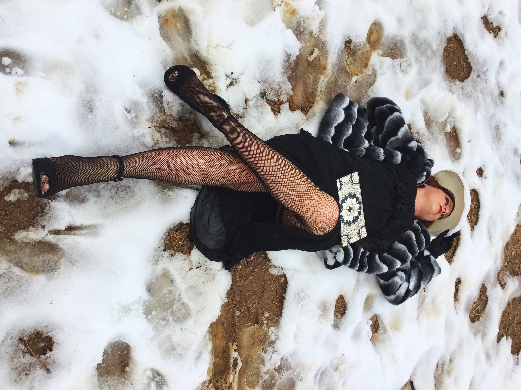 Dress-Blak-with-fur-2000px.jpg