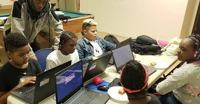 Our @youthplacesyp Hazelwood Youth learning architecture software, Google SketchUp, and using popular video game, Roblox Home Tycoon, to understand architecture!! . #DraftingDreams  #teachk12architecture  #Architecture  #education  #YouthPlaces